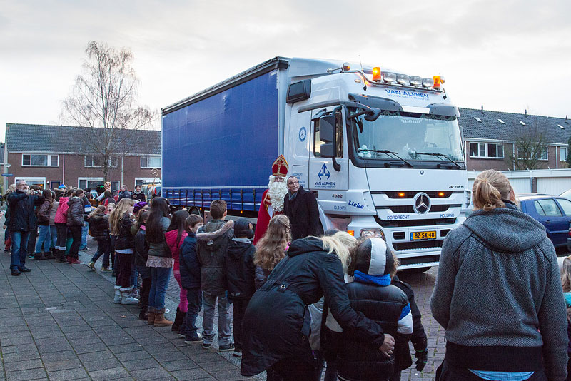 Van Alphen Transport - Internationaal Transport - Mercedes-Benz Actros vervoert Sinterklaas