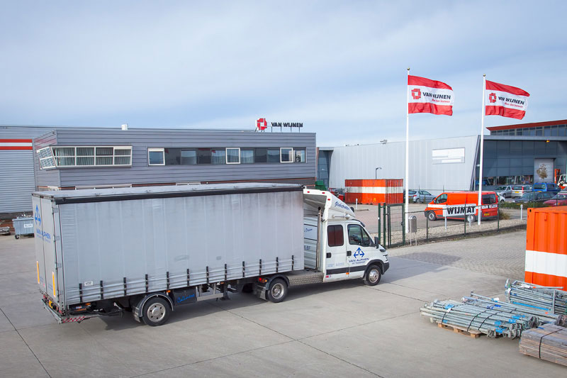 Van Alphen Transport - Internationaal Transport - Iveco BE combi vertrekt met een lading bij Wijmat West